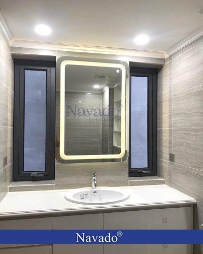 Gương nhà tắm hình chữ nhật treo đứng có đèn led