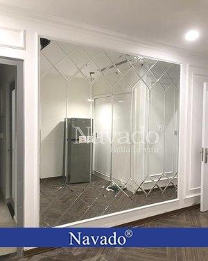 Gương ghép tường phòng khách luxury
