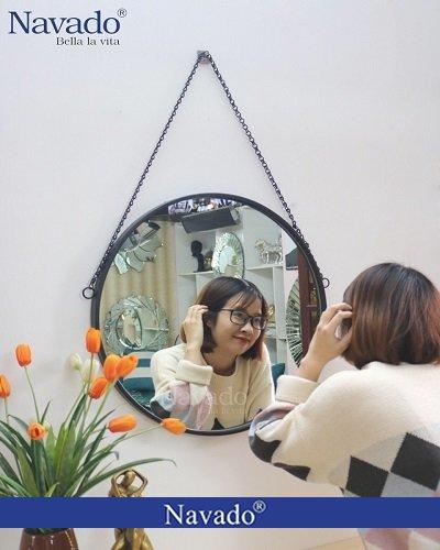 Gương treo dây xích cho bàn trang điểm