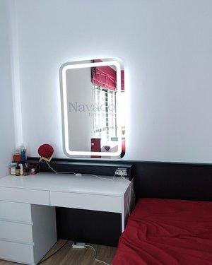 Gương kính led để bàn trang điểm